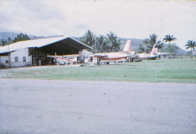 BD/37/10 - De luchtvloot van de zending, opererend onder de naam MAF, in Sentani