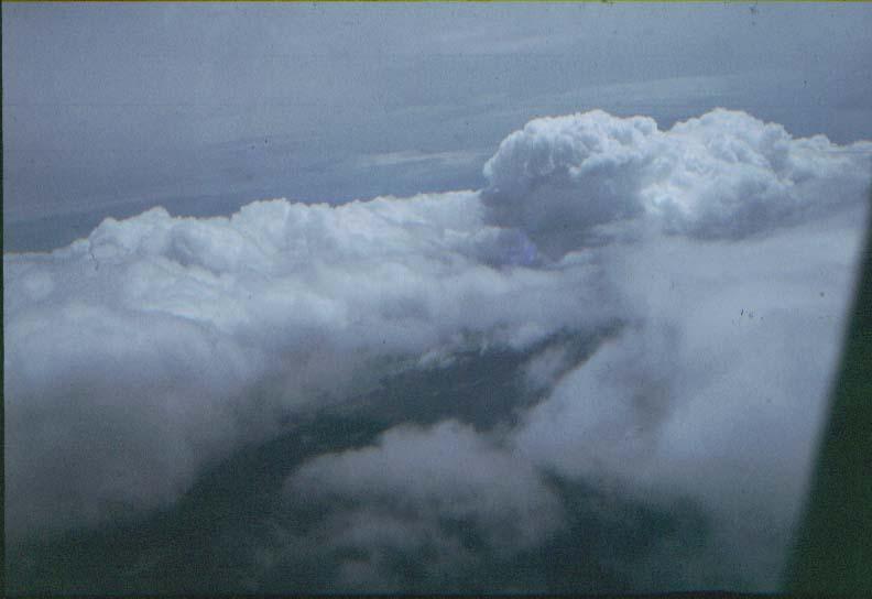 BD/37/43 - Vliegen tussen de wolken