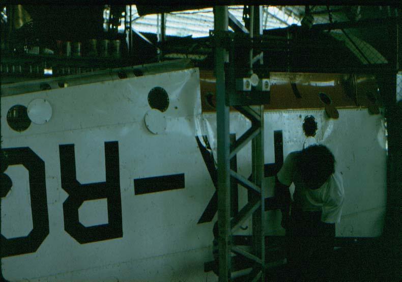 BD/37/67 - Reparatie van een vleugel (Sentani)